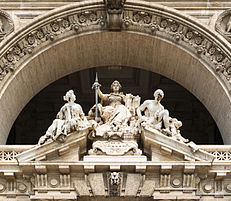 Pediment_courthouse,_Rome,_Italy